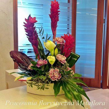 Z innej beczki- kwiaty w recepcji :)