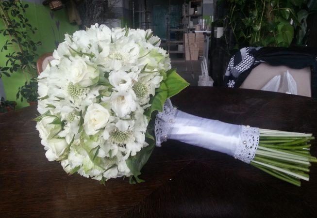 Bukiet ślubny : skabioza, hortensja, róża gałązkowa.