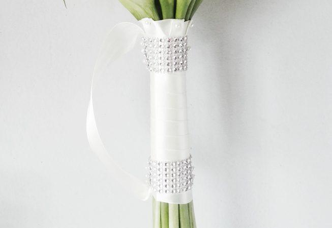 Bukiet z białych zanthedeschiii (kalii)